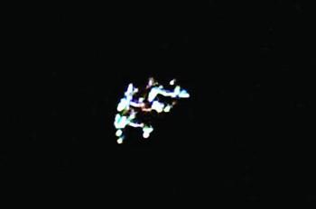 Un citoyen a pris une photo de cet OVNI surgi dans le ciel avec un appareil photo en route pour sa maison.