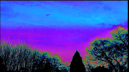 Ovnis triangulaire - Leeds - Yorkshire - Angleterre Ovni-en-forme-de-triangle-e28093-leeds-00m23-de-00m56-a02