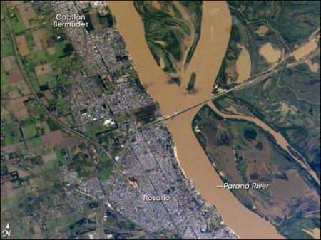 Argentine : Etrange activité au dessus de la rivière Parana Rosario-argentina-from-nasa