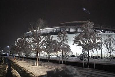 Soucoupe volante à Arlington, Texas le 11/02/2010 - Page 2 Flying-saucer-ufo-2010