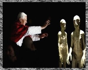 Rétrospective : le Vatican et la vie extraterrestre Popealiens2