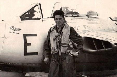 """L'Observation d'ovni par un pilote de la RAF surnommé """"Soucoupe Sam"""" en 1952  Article-2150710-13532f0f000005dc-373_468x310"""