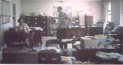 """Bureau du NICAP, photographié le 23 août 1960 par Walt Webb. Richard Hall au centre, Don Neil assis à gauche Hall, R. H.: """"Personal Photo Gallery"""""""