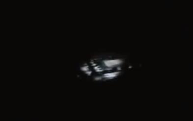 Un OVNI vu du hublot d'un avion commercial Ovnihouston