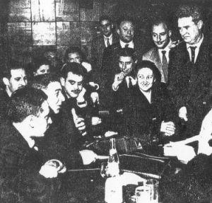Fernando Sesma (à droite) lors d'une réunion