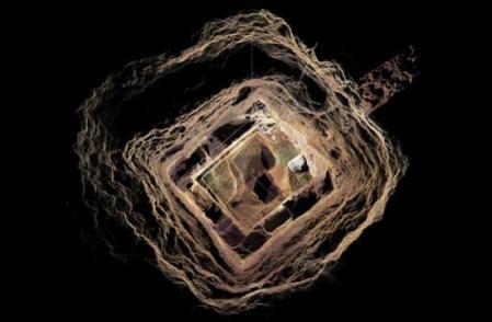 tunnel-pyramide
