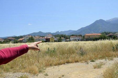 Deux témoins ont aperçu les boules lumineuses en question à gauche du Canigou depuis la RN 116. PHOTO/Photo A. A.