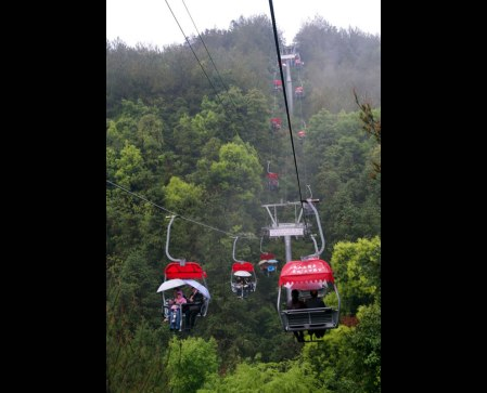 Cable cars over lush forests, another mode of transportation on Qiandaohu. Source:Photo #18 by Daniel Hjort