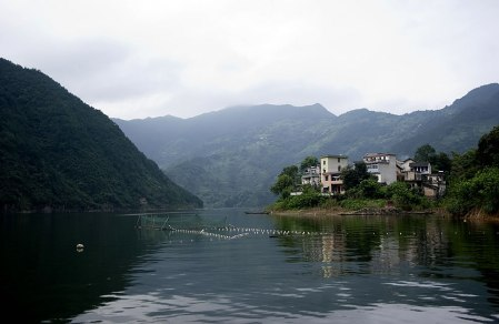 Qiandao Hu fishing village as seen while touring Thousand Island Lake.Source: Photo #17 by le niners