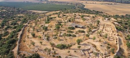Une vue aérienne du site archéologique Khirbet Qeiyafa. (Vue du ciel,  photo de l'Université hébraïque et de l'Autorité des Antiquités d'Israël) - Source Image : http://alyaexpress-news.com/
