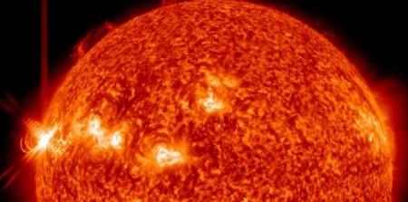 6206059-le-champ-magnetique-du-soleil-est-sur-le-point-de-s-inverser