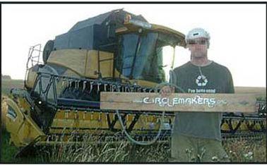 L'un des fraudeurs loués par National Geographic TV pour faire un crop-circle en plein jour.