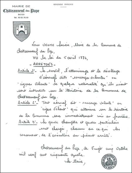 L'original de l'arrêté anti-OVNI de Châteauneuf-du-Pape  © Radio France