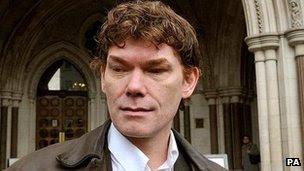 Gary McKinnon, le Hacker Britannique gagne Unnamed-1