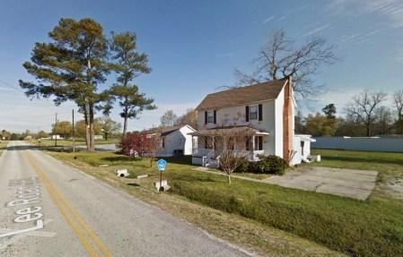 L'objet silencieux planait juste à environ 30 ou 40 pieds au-dessus du véhicule, Lee County, Alabama. (Crédit: Google)