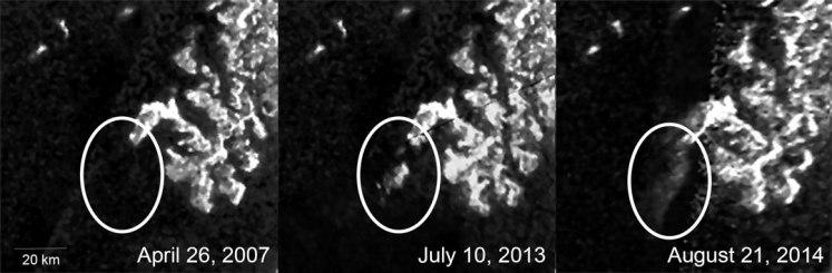 Ces trois images, receuillies par l'instrument Synthetic Aperture Radar (SAR) de la sonde Cassini, montrent l'apparition et l'évolution d'une forme au sein du Ligeia Mare, un lac d'hydrocarbures situé sur Titan (Titan est la plus grande lune de Saturne). Crédits : NASA/JPL-Caltech/ASI/Cornell