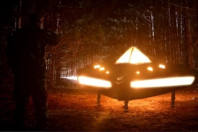 La reconstitution de l'OVNI de Rendlesham dans l'un des nombreux documentaires consacré à ce cas. © DR
