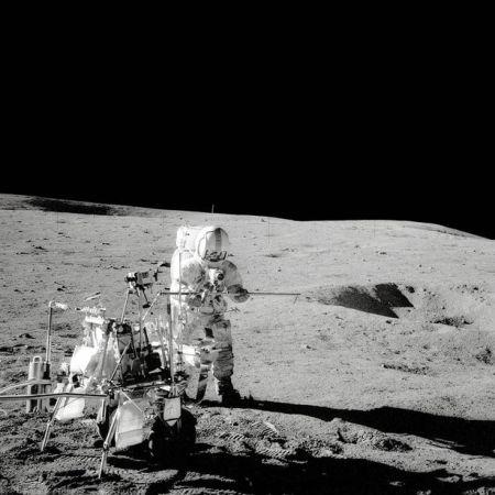 Apollo 14: Captain Alan Bartlett, coéquipier d'Edgar Mitchell's, marche sur la lune
