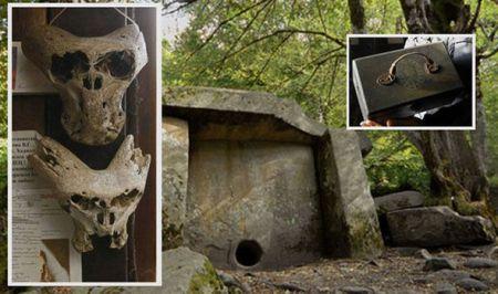Les crânes et la mallette et les bois où ils «ont été trouvés»