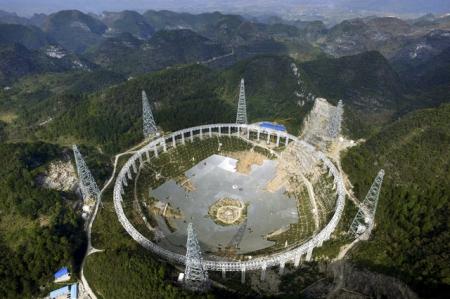Le FAST (Five-hundred-metre Aperture Spherical Radio Telescope) présente une ouverture sphérique d'un diamètre de 500 mètres. Image: Archives/Reuters