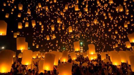 Les lanternes chinoises vue de loin embrouillaient le MOD pendant son projet UFO (Crédit: Zoonar GmbH / Alamy)