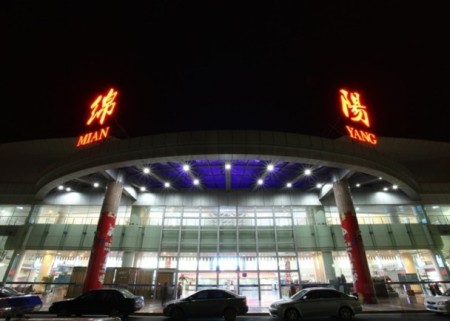 昨晚(2月2日)約22點,一架疑似無人機的飛行器闖入四川綿陽機場淨空保護區,導致3架飛機備降。(網絡圖片) - crédit photo : ntdtv.com